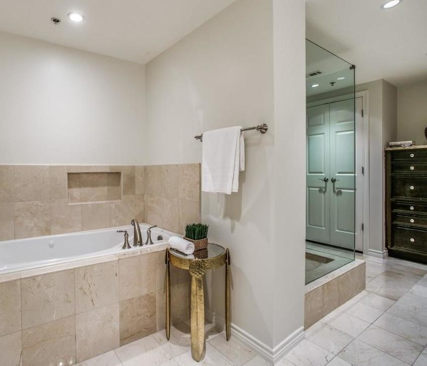 Active | 5909 Luther Lane #2101 Dallas, TX 75225 15