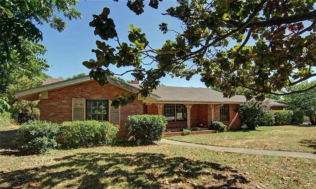 Sold Property   202 W Park Avenue Weatherford, Texas 76086 2