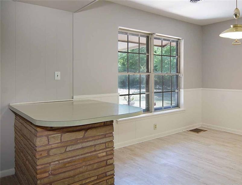 Sold Property   202 W Park Avenue Weatherford, Texas 76086 13