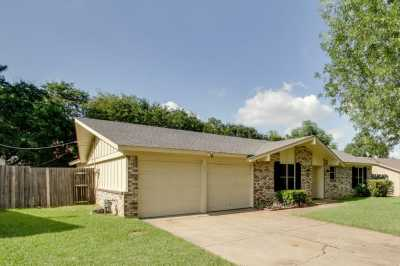 Sold Property | 209 Town Creek Drive Euless, Texas 76039 2
