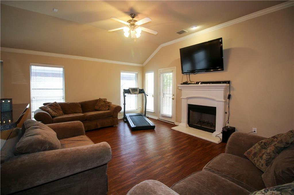 Sold Property | 804 Coppin Drive Fort Worth, Texas 76120 9