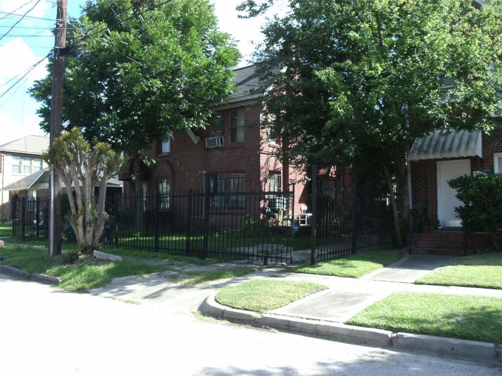 Off Market   2109 E Berry Street #2 Houston, Texas 77004 0