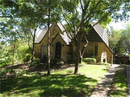 Sold Property | 7018 Hammond Avenue Dallas, Texas 75223 2
