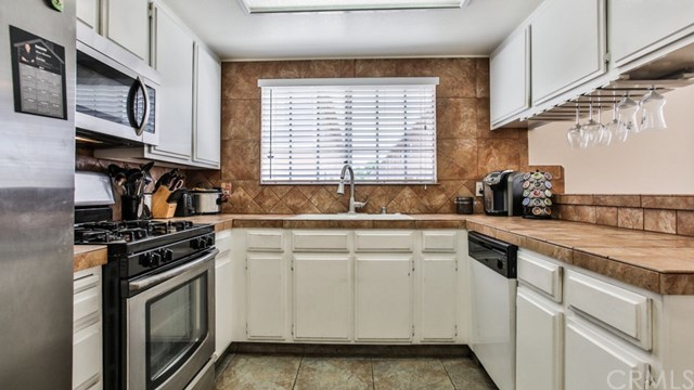 Closed   15061 Mulberry Drive #2 Whittier, CA 90604 35