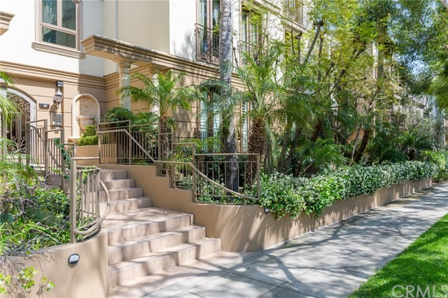 Closed | 132 S Crescent Drive #403 Beverly Hills, CA 90212 1