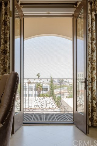 Closed | 132 S Crescent Drive #403 Beverly Hills, CA 90212 18