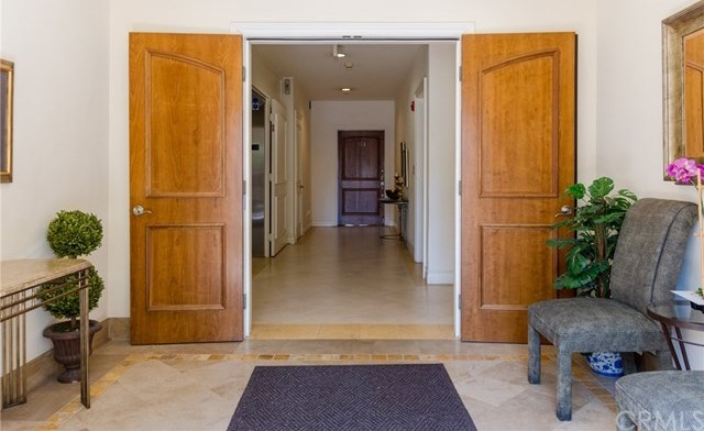 Closed | 132 S Crescent Drive #403 Beverly Hills, CA 90212 3