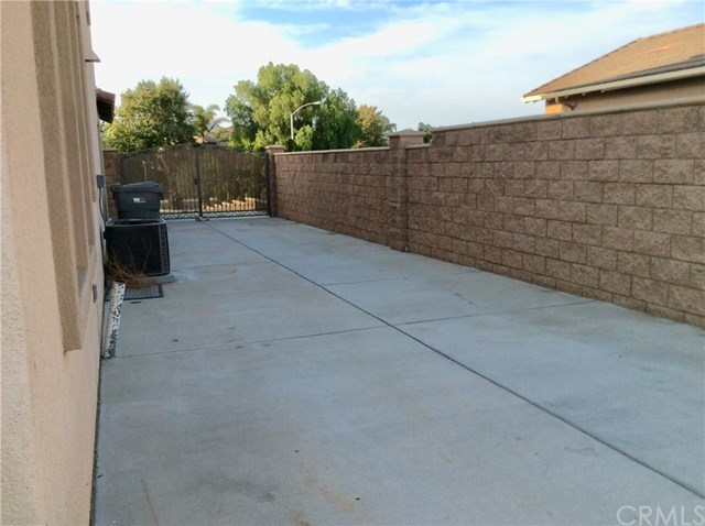 Closed | 8740 Kendra  Lane Eastvale, CA 92880 21