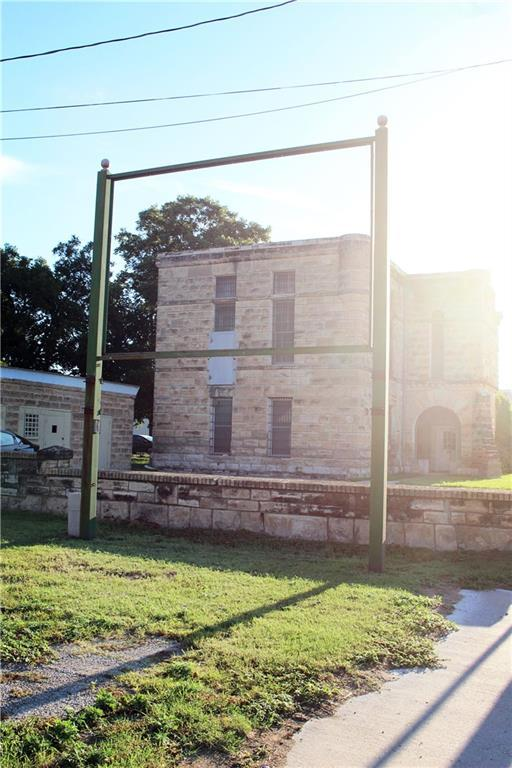 Sold Property   303 W Central Avenue Comanche, TX 76442 21