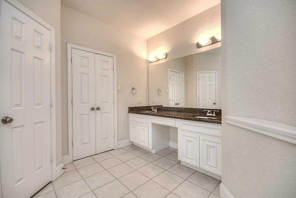 Sold Property | 11102 SHERWOOD GARDENS DR Houston, TX 77043 20