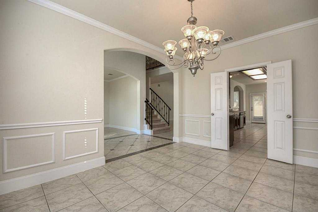 Sold Property | 11102 SHERWOOD GARDENS DR Houston, TX 77043 5