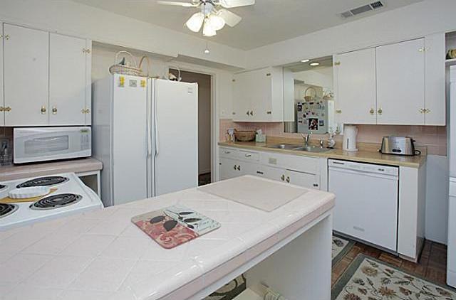 Sold Property | 7338 Crownrich Lane Dallas, Texas 75214 3