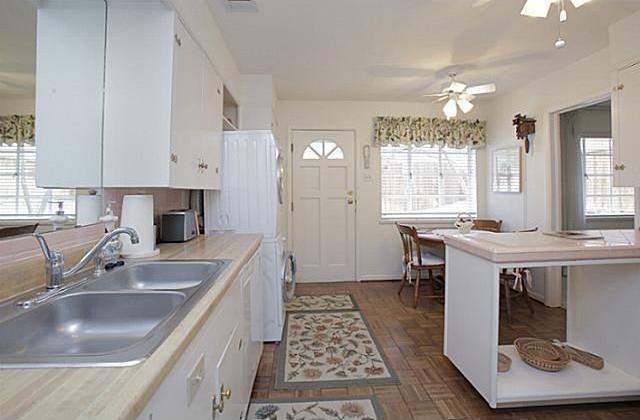 Sold Property | 7338 Crownrich Lane Dallas, Texas 75214 4