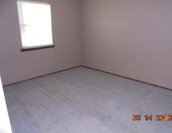 Closed | 522 E Street Commerce, OK 74339 15