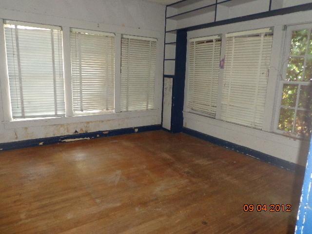 Closed | 33 H Street Miami, OK 74354 2