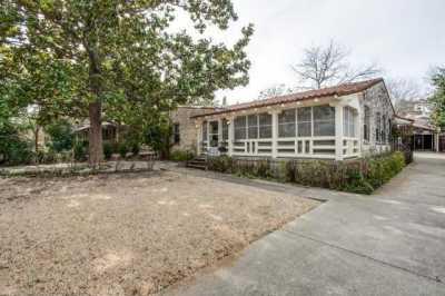 Sold Property | 7211 Tokalon Drive Dallas, Texas 75214 2