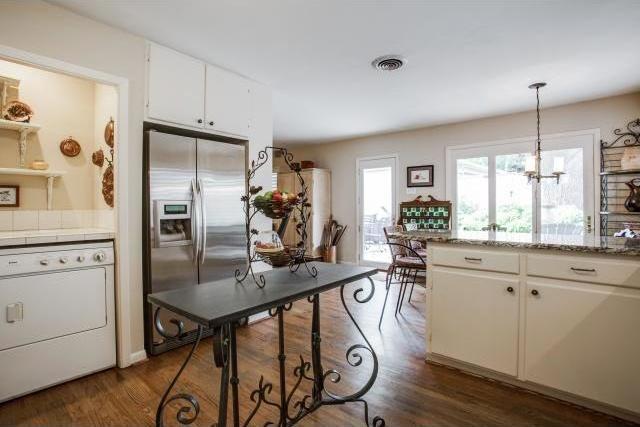 Sold Property | 7048 Irongate Lane Dallas, Texas 75214 6