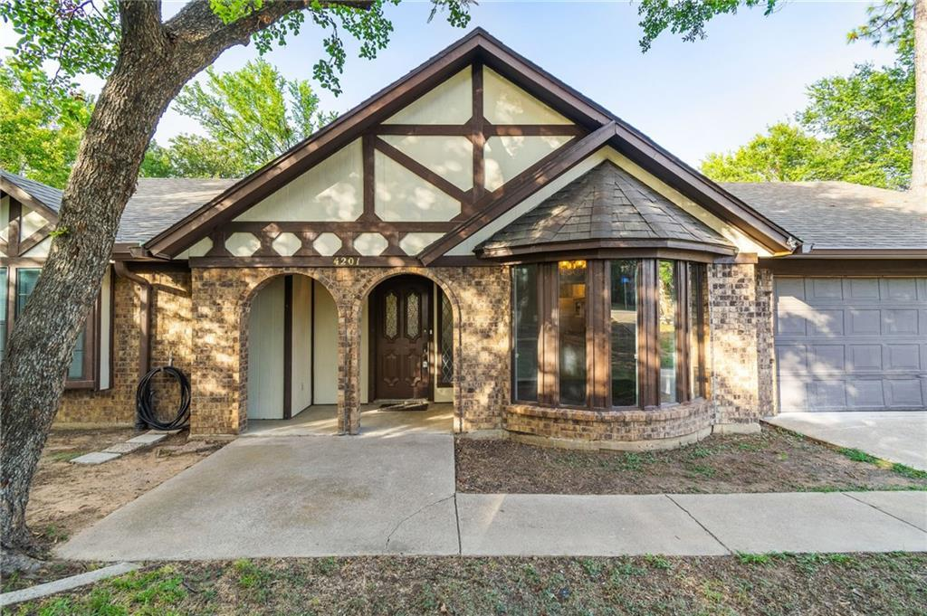 homes for sale in arlington, real estate in arlington, house with a pool, martin high school house | 4201 Del Norte Drive Arlington, Texas 76016 3