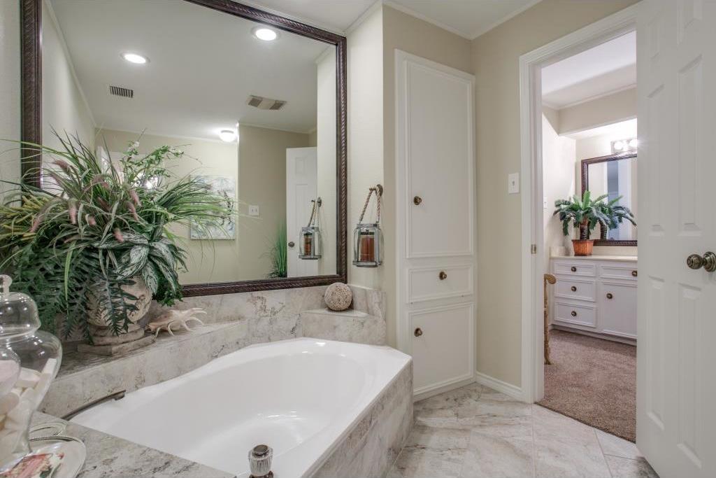 Sold Property | 6816 Gaston Avenue Dallas, Texas 75214 19