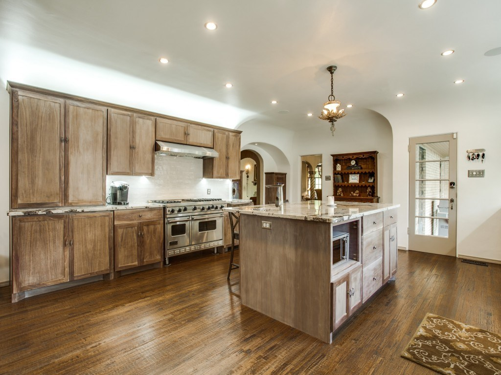 Sold Property | 7035 Lakewood Boulevard Dallas, Texas 75214 10