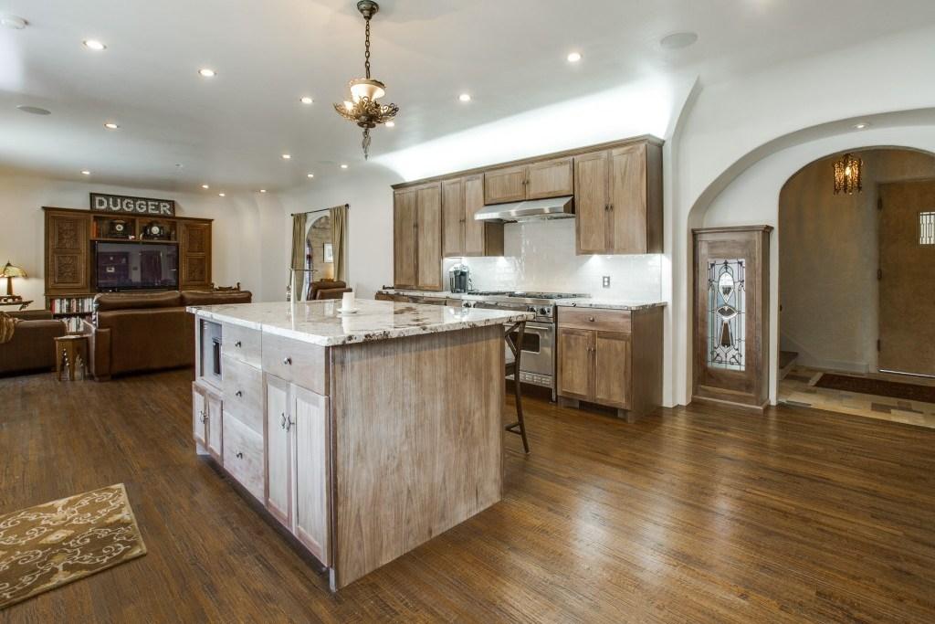 Sold Property | 7035 Lakewood Boulevard Dallas, Texas 75214 12