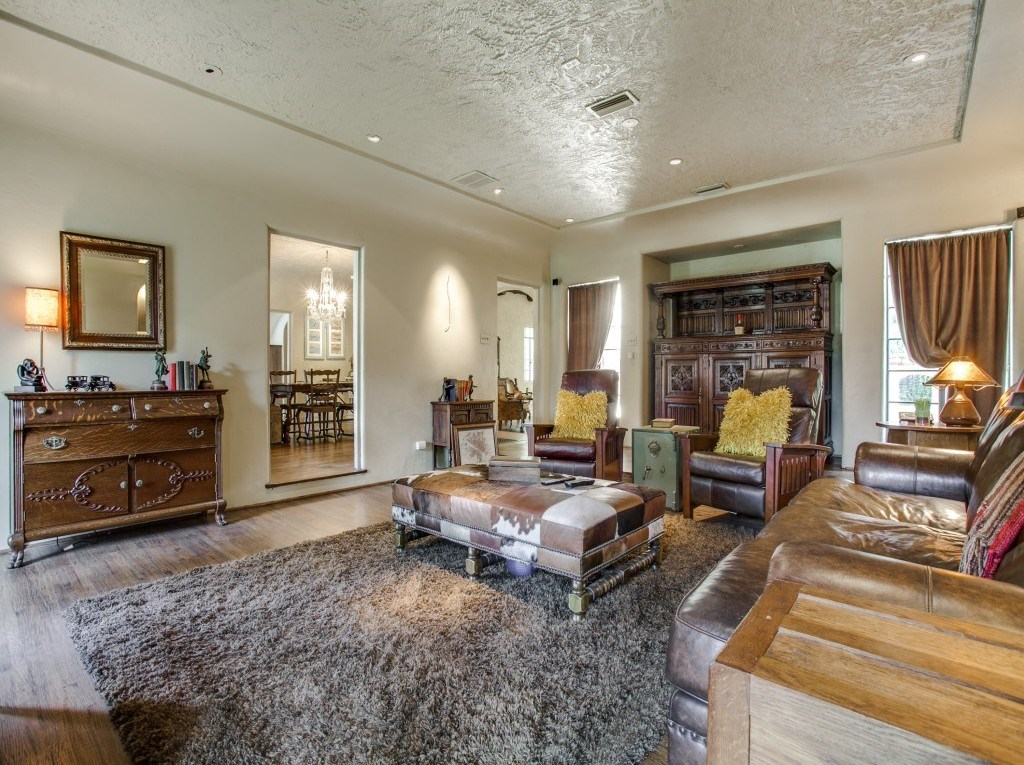 Sold Property | 7035 Lakewood Boulevard Dallas, Texas 75214 7