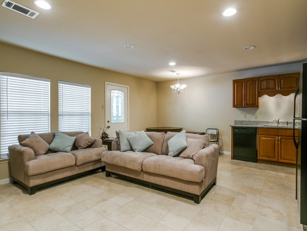 Sold Property | 7210 Twin Tree Lane Dallas, Texas 75214 10