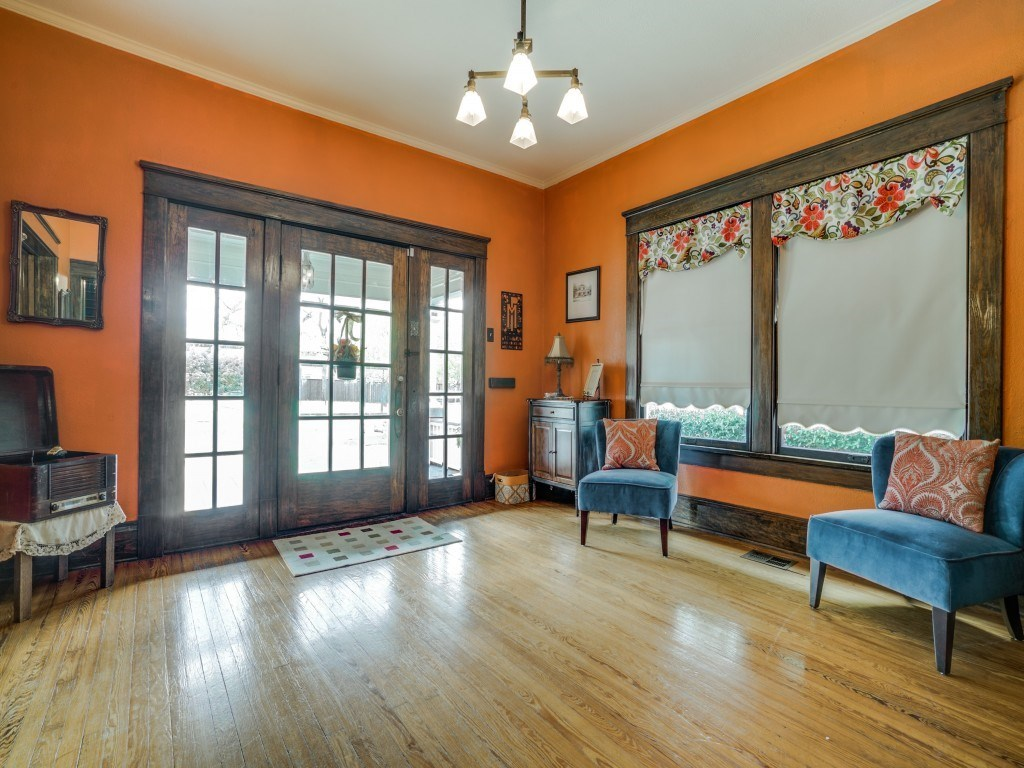 Sold Property | 4837 Tremont Street Dallas, Texas 75246 3