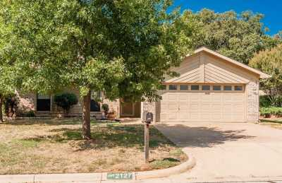 Sold Property | 2127 Reverchon Drive Arlington, Texas 76017 1