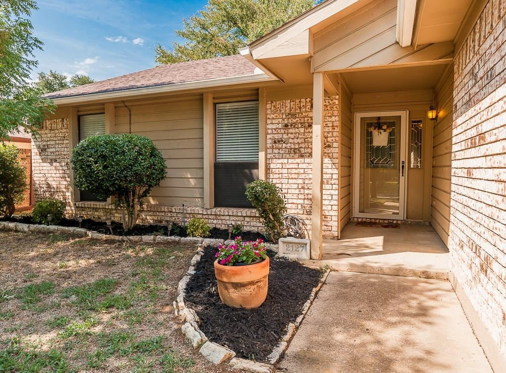 Sold Property | 2127 Reverchon Drive Arlington, Texas 76017 3