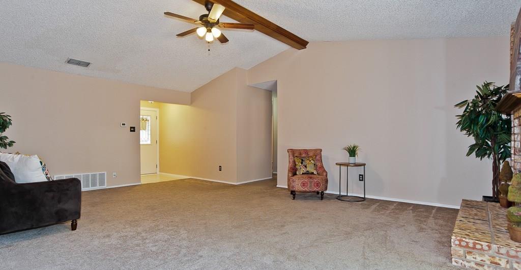 Sold Property | 2127 Reverchon Drive Arlington, Texas 76017 5