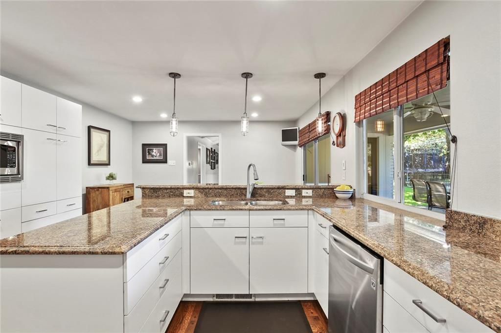Housed Real Estate | Rach Potter | 7412 Larchview Drive Dallas, Texas 75254 15