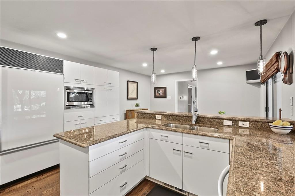 Housed Real Estate | Rach Potter | 7412 Larchview Drive Dallas, Texas 75254 16