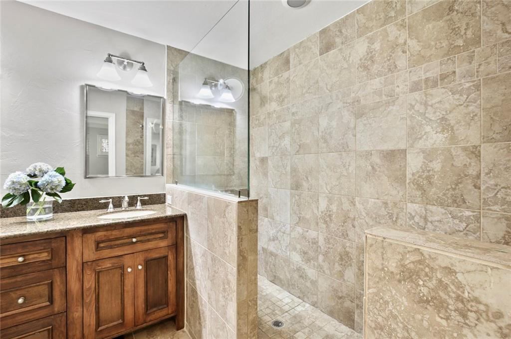 Housed Real Estate | Rach Potter | 7412 Larchview Drive Dallas, Texas 75254 27