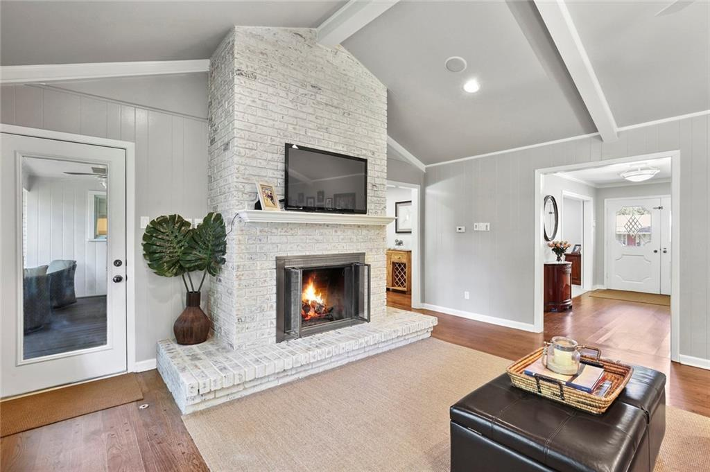 Housed Real Estate | Rach Potter | 7412 Larchview Drive Dallas, Texas 75254 10