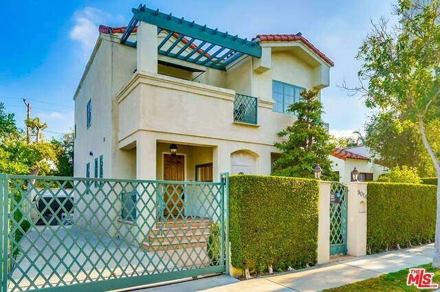 Closed | 9014 NORMA  Place West Hollywood, CA 90069 2