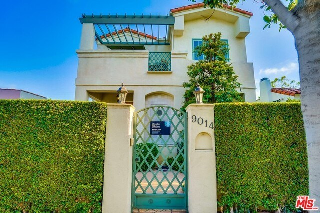Closed | 9014 NORMA  Place West Hollywood, CA 90069 3