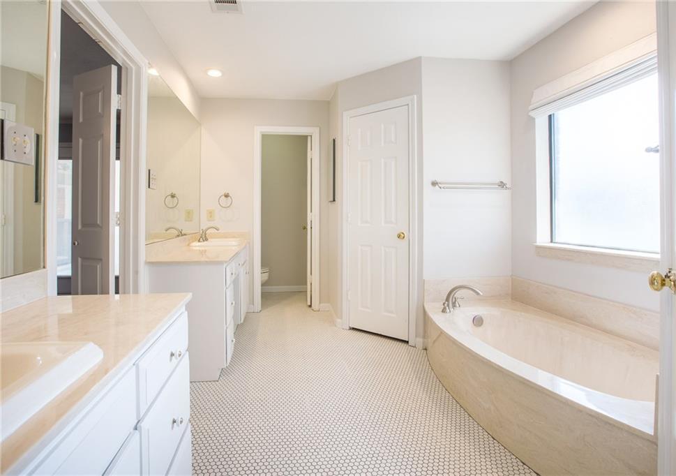Sold Property   4702 Parliament Court Arlington, Texas 76017 10