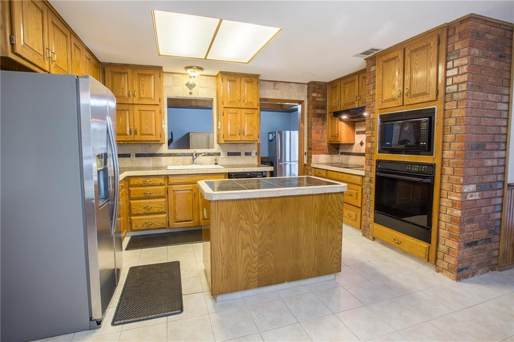 Sold Property   4702 Parliament Court Arlington, Texas 76017 4