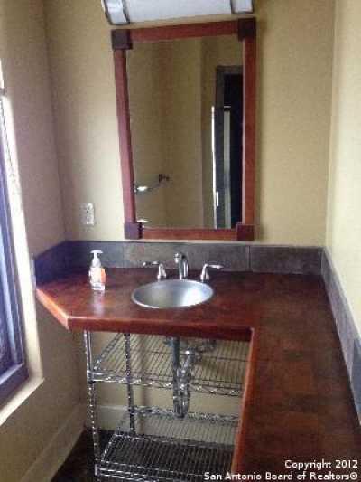 Property for Rent   212 N Losoya  San Antonio, TX 78205 7