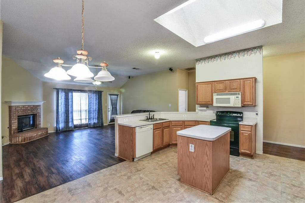 Sold Property | 2301 Green Mere Drive Arlington, Texas 76001 2