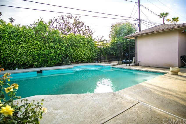 Closed | 6443 S Holt Avenue Los Angeles, CA 90056 25
