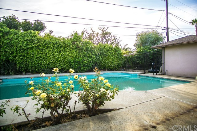 Closed | 6443 S Holt Avenue Los Angeles, CA 90056 27