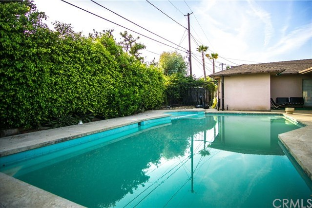 Closed | 6443 S Holt Avenue Los Angeles, CA 90056 30