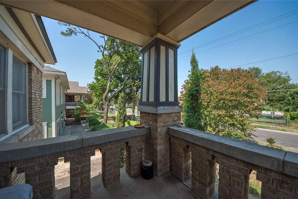 Sold Property   4620 E Side Avenue Dallas, Texas 75226 12