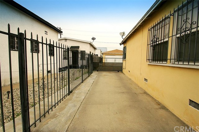 Off Market | 1009 E 73rd Street Los Angeles, CA 90001 21