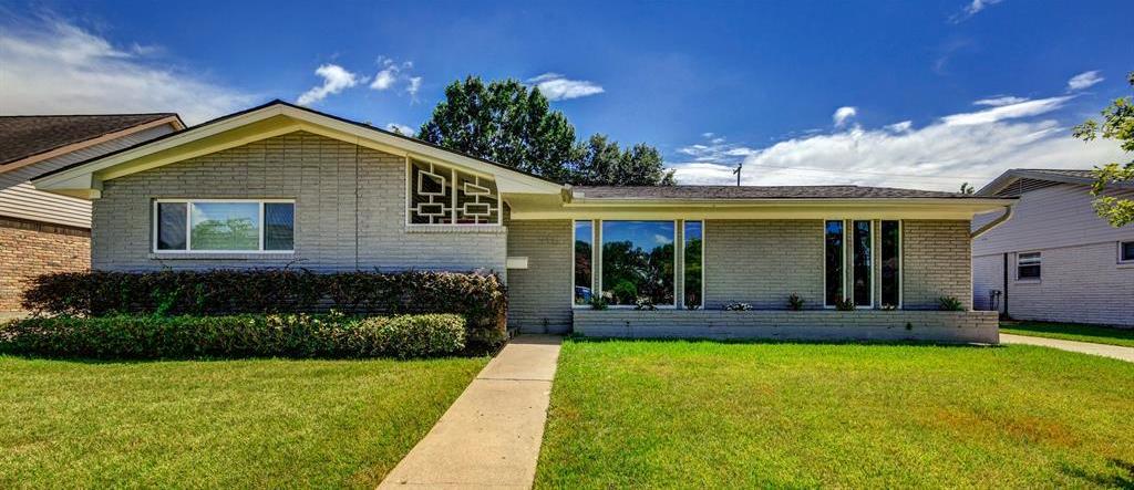 Active | 5415 Paisley Street Houston, Texas 77096 1