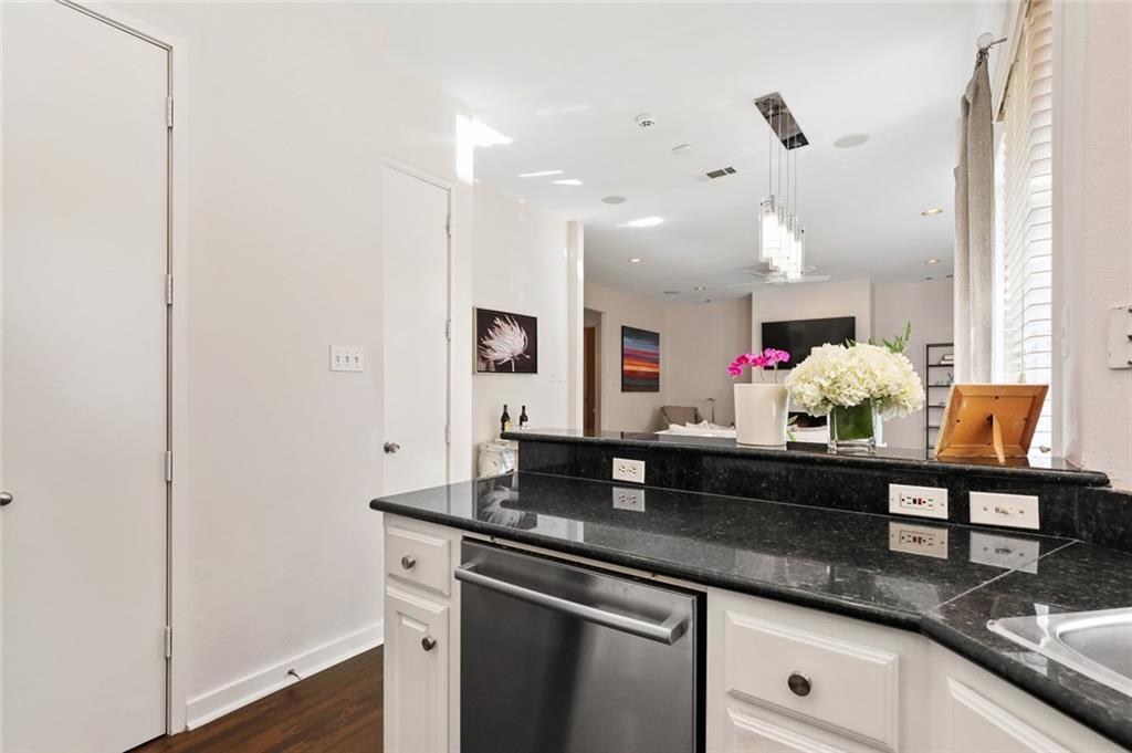 Sold Property   4119 Throckmorton Street Dallas, Texas 75219 14