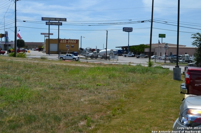Active Option | 11107 N Ih 35 San Antonio, TX 78233 4