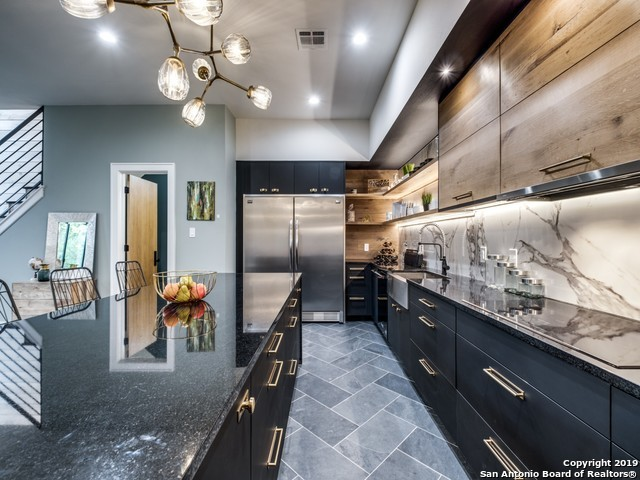 Active Option | 310 Clay St, Residence 14  San Antonio, TX 78204 8